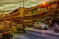 泰国、芭达亚、27,06,2017条的街道和汽车在ro 图库摄影