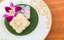 泰国与兰花花的点心软的蛋糕 库存图片