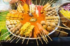 泰国串起的食物盛肉盘  图库摄影