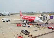 泰国亚洲航空飞机登陆在廊曼国际机场 免版税库存照片