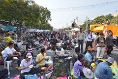 泰国人抗议反对他信政府的腐败在民主纪念碑地区 免版税库存照片