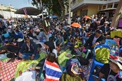 泰国人抗议反对他信政府的腐败在民主纪念碑地区 免版税图库摄影