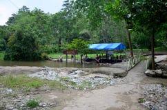 泰国人旅行并且放松pongkrating浸泡的温泉城 免版税库存照片