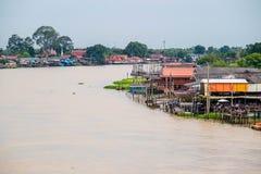 泰国传统河沿村庄 免版税库存图片
