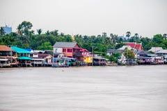 泰国传统河沿村庄 免版税库存照片