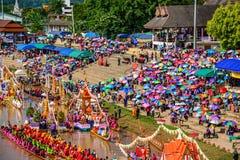 泰国传统长赛艇 免版税库存照片