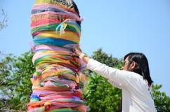 泰国传统和文化领带织品在Chiangrai市柱子寺庙 免版税库存照片