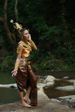 泰国传统戏曲礼服的美丽的泰国夫人 库存照片