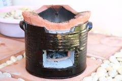 泰国传统木炭灼烧的黏土火炉 图库摄影
