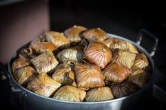 泰国传统米warpped与莲花叶子,用途自然mater 免版税图库摄影