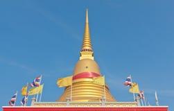 泰国佛教金黄塔 免版税库存照片