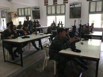 泰国军队战士训练使用枪 图库摄影
