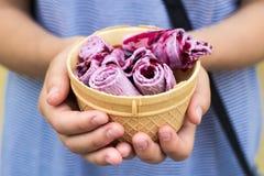 泰国冰淇凌-泰国冰淇凌用椰奶和果子 库存图片