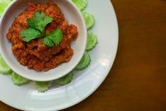 泰国北样式被剁碎的猪肉和蕃茄美味浆糊浸洗 Nam Prik Ong 免版税库存图片