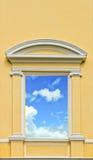 天空在窗口里 免版税图库摄影