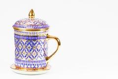 泰国古色古香的在白色背景的瓷水杯 免版税库存图片