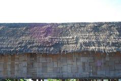 泰国和东南亚一个地方竹房子秸杆屋顶  免版税库存照片