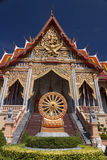 泰国在被隔绝的蓝色的样式皇家寺庙 库存图片