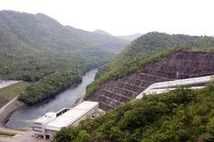 泰国大水坝nakharin的sri 库存照片