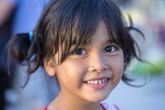 泰国女孩的正面画象在曼谷,泰国街道上的  免版税图库摄影