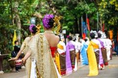 泰国女性tranditinal跳舞 免版税库存照片