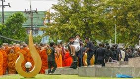 泰国妇女微弱在悼念仪式期间 库存照片