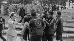 泰国妇女微弱在悼念仪式期间 免版税库存照片