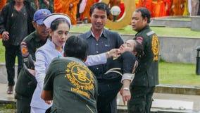 泰国妇女微弱在悼念仪式期间 免版税库存图片