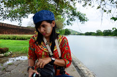 泰国妇女皱眉和生气的妇女看起来 免版税库存图片
