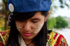 泰国妇女皱眉和生气的妇女看起来 免版税库存照片