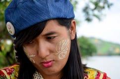 泰国妇女皱眉和生气的妇女看起来 图库摄影