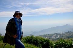 泰国妇女34岁的旅行和画象在Phu Thap Boek moun 免版税库存图片