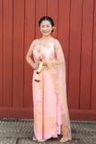 泰国妇女/新娘泰国婚礼衣服的 库存图片