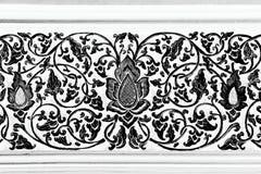 泰国寺庙古老雕刻的梯度木窗口  泰国 免版税库存照片