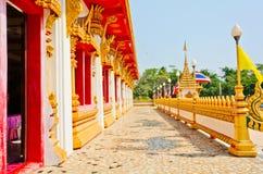 泰国寺庙的金黄塔, Khonkaen泰国 免版税库存图片