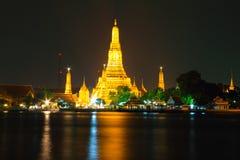 泰国寺庙金子在河边 免版税库存照片