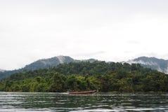 泰国小岛-雾&小船 库存照片