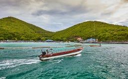 泰国小船海天空海滩 免版税库存图片