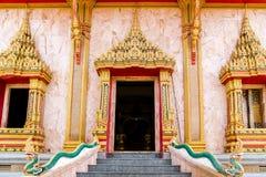 泰国工艺:在寺庙的赖泰国样式 库存图片