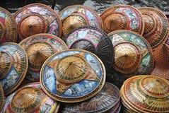 泰国帽子在浮动的市场上 免版税库存照片