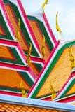 泰国建筑学明亮的美丽的屋顶, Bangk寺庙  免版税库存图片
