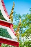 泰国建筑学,屋顶关闭的细节的装饰元素 免版税库存图片
