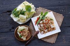 泰国开胃菜食物叫Mooh Nam,剁碎了并且捣了烤皮肤猪肉,顶视图 免版税库存照片