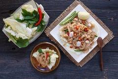 泰国开胃菜食物叫Mooh Nam,剁碎了并且捣了烤皮肤猪肉,顶视图 免版税库存图片