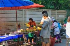 泰国异乎寻常的果子在市场上 库存图片