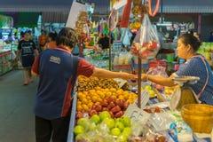 泰国异乎寻常的果子在市场上 库存照片