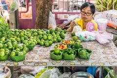 泰国异乎寻常的果子(柠檬)在市场上 免版税库存图片