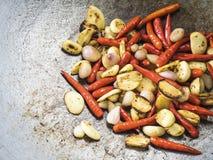 泰国成份:红色辣椒、大蒜和青葱 库存照片