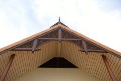 泰国房子的三角形屋顶。 库存图片