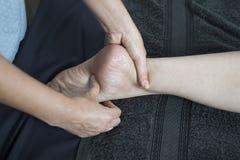 泰国按摩系列:脚和腿按摩 库存图片